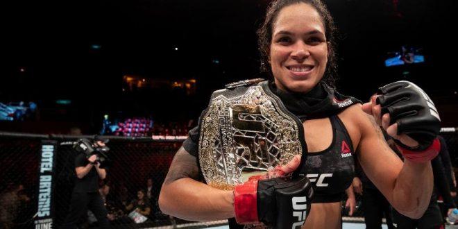 Campeã dupla do UFC, Amanda Nunes recebe pela terceira vez o Oscar do MMA de melhor lutadora